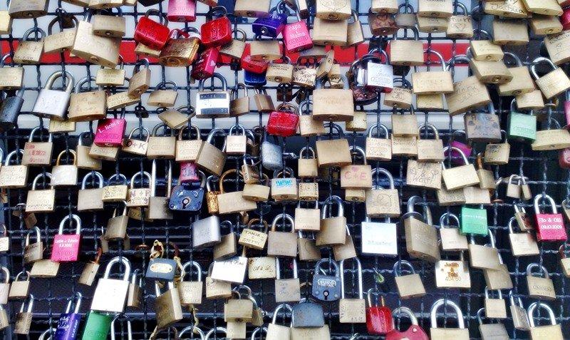 Liebesschlösser auf der Hohenzollermbrücke in Köln