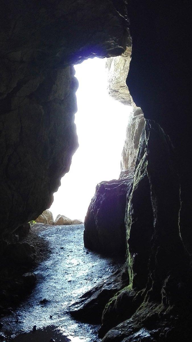 Blick nach außen aus der Sibyllenhöhle unterhalb der Burg Teck