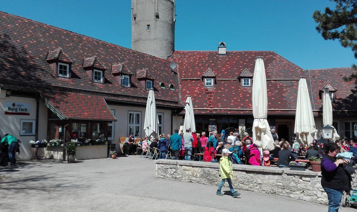 Burg Teck - Wanderheim mit Biergarten