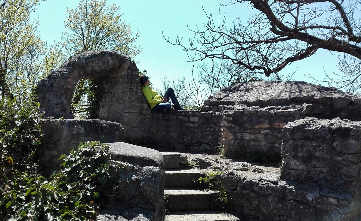 Mauerfragmente der Burg Teck bei Owen