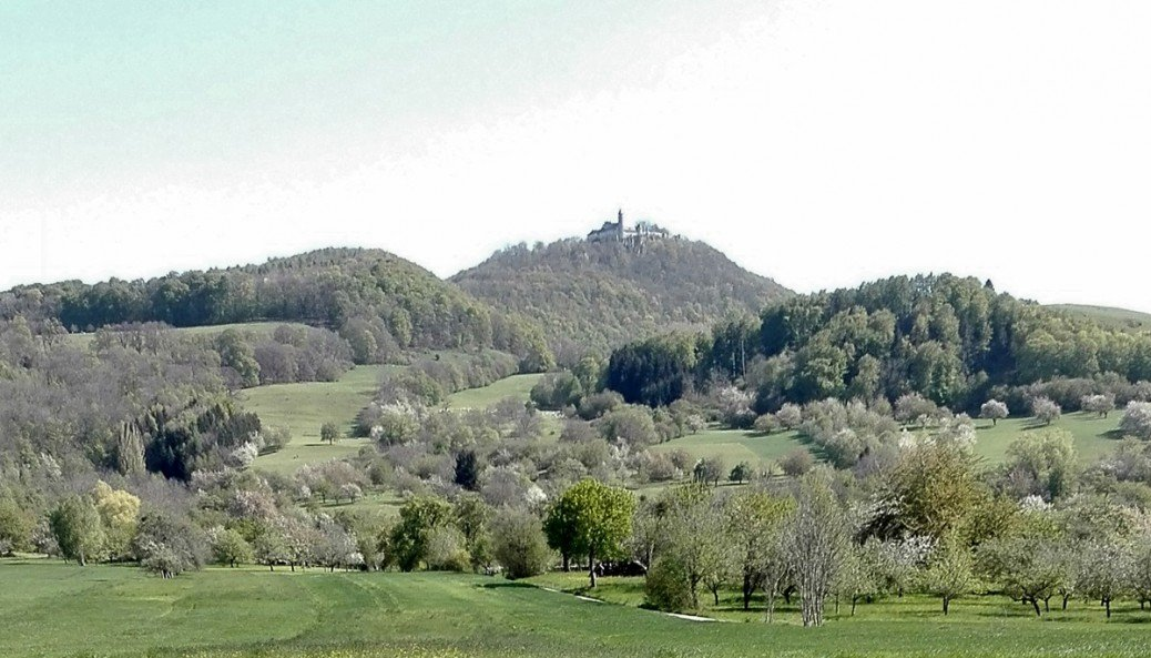 Burg Teck bei Owen - Fernansicht aus Richtung Dettingen