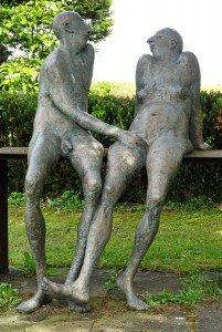 Skulpturenpfad in Strümpfelbach - Neugieriges Pärchen