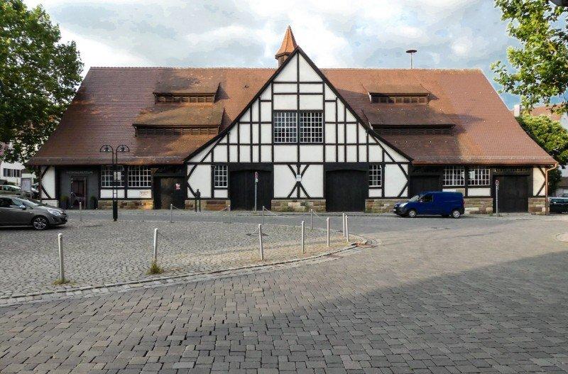 Weinbaumuseum-Stuttgart-in-Uhlbach-Frontansicht