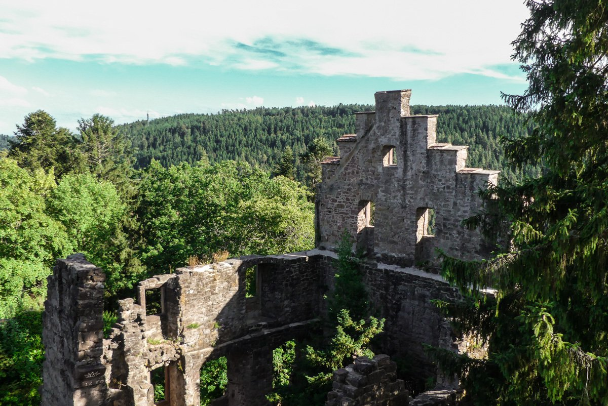 Burgruine Zavelstein - Mauerreste mit Weitblick