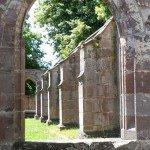 Kloster Hirsau Calw - Fensterbogen mit Mauerresten