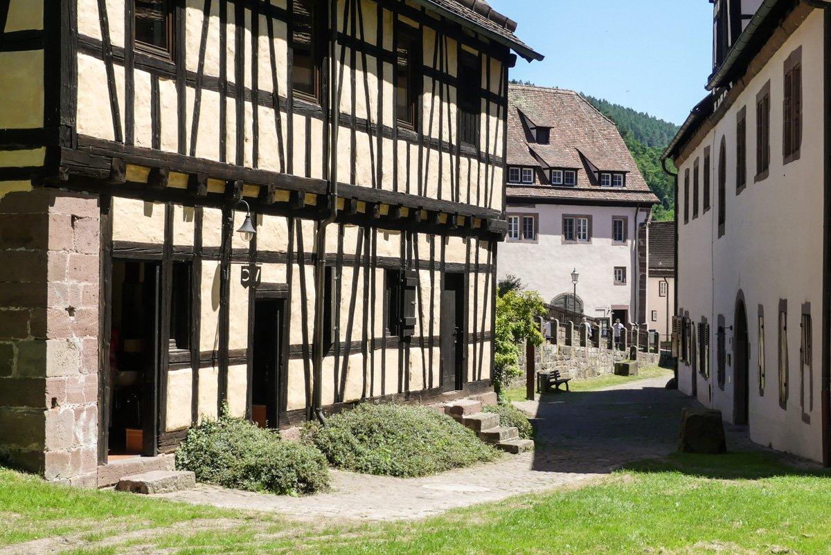 Kloster Hirsau Calw - Fachwerkhaus mit öffentlichem WC