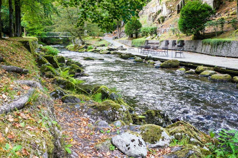 Entlang der Enz - der Flusslauf im Kurpark Bad Wildbad