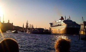 Der Hamburger Hafen und die Queen Mary II