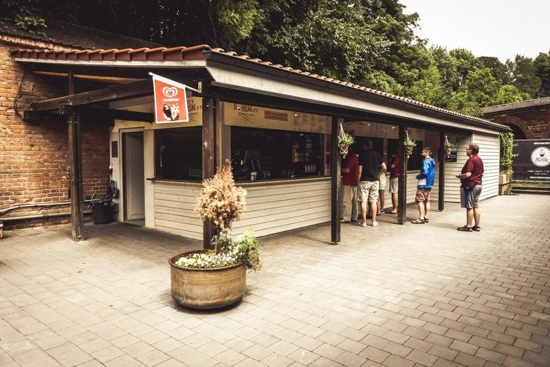 Der Barfusser Biergarten Im Glacis Ab Nach Bayern