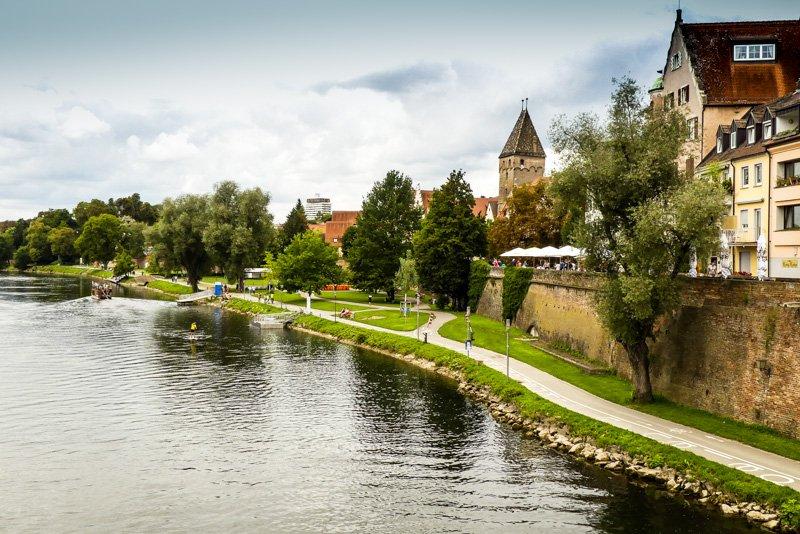 Schöner Blick über die Donau bei Ulm mit dem Metzgerturm
