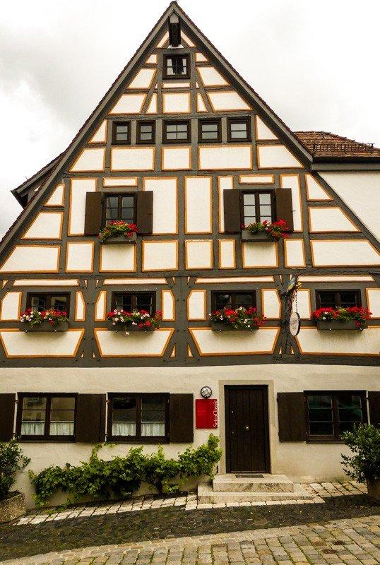 Sehenswert das Kässbohrer Haus in Ulm im reizvollen