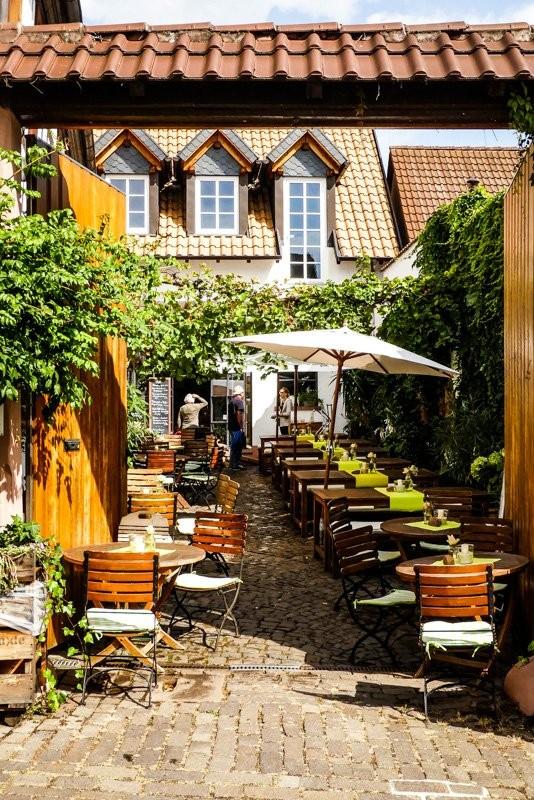 Das-Vinorant-in-Rhodt-unter-Rietburg-wunderschöner-Innenhof-1