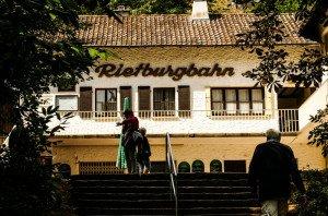 Mit der Rietburgbahn Edenkoben auf die Rietburg hoch
