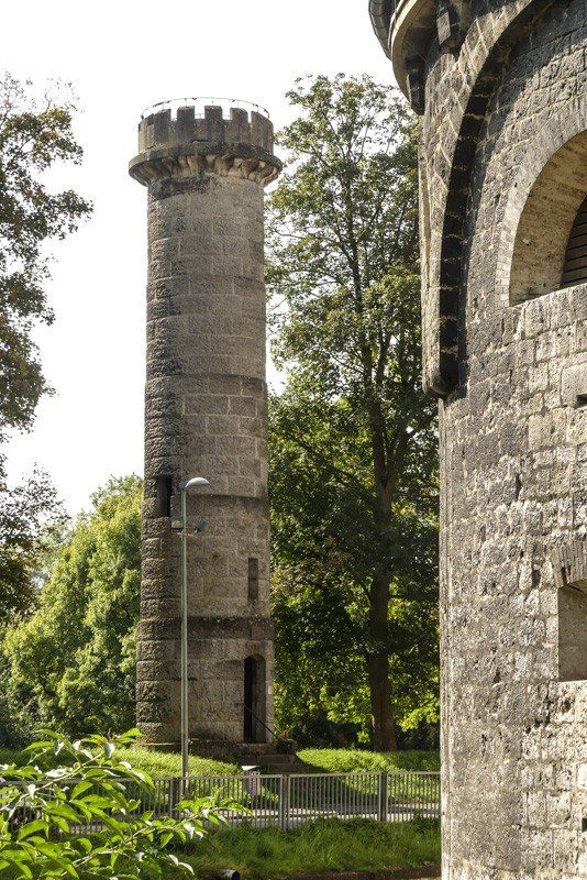 Ulm-Michelsberg-Blick-auf-den-Aussichtsturm-genannt-König-Wilhelm-Turm-1