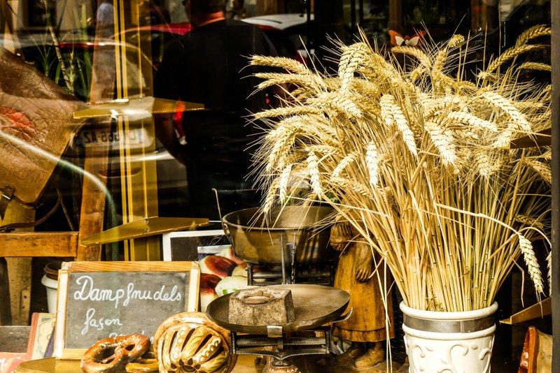 Wissembourg - Frankfreich Elsass - Schaufenster einer Pattiserie
