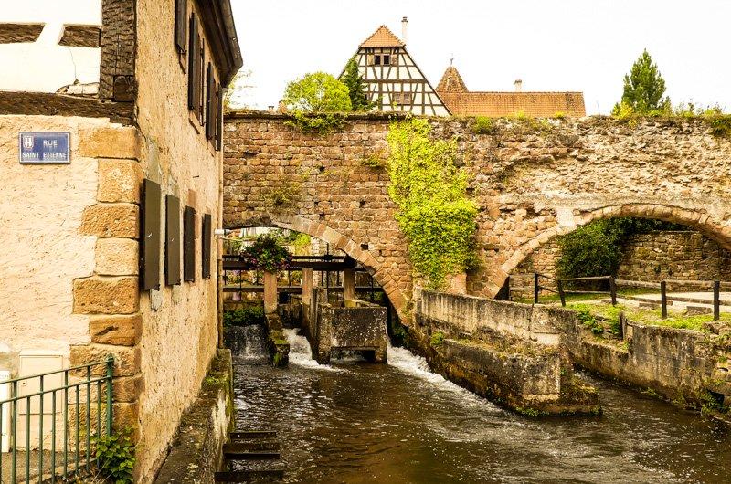 Wissembourg - Frankreich Elsass - Umrandungsmauer und Mühle des einstigen Benediktiner Klosters