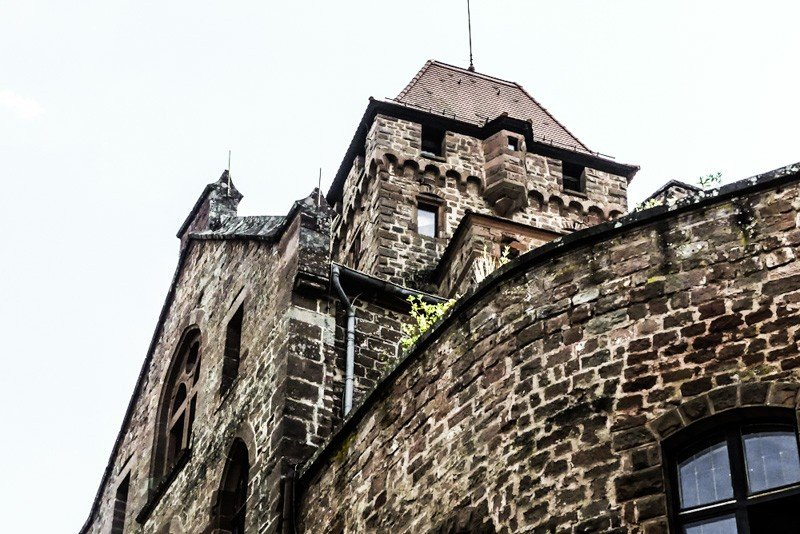 Burg-Berwartstein-Pfalz-bei-Erlenbach-Teilansicht-1