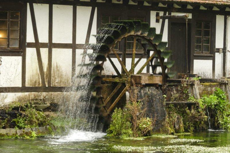 Der Blautopf in Blaubeuren - Wasserrad