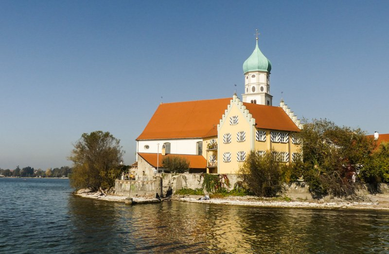 Wanderweg von Nonnenhorn bis Lindau - die St. Georg Kirche auf der Wasserburger Halbinsel