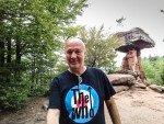 Der-Teufelstisch-in-Hinterweidenthal-Pfalz-Selfie-am-Naturwunder