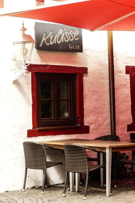 Die-Kulisse-Ulm-Cafe-und-Pub-mit-Schild-1