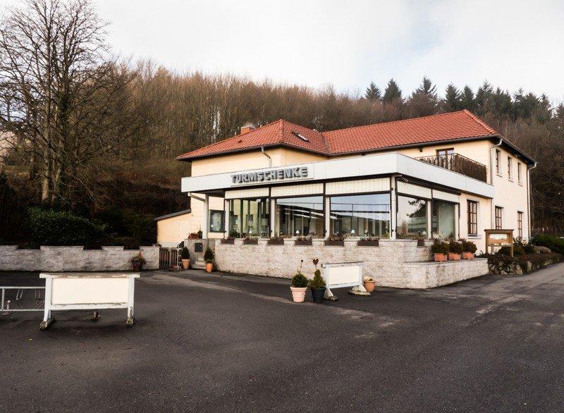Die-Turmschenke-in-Waldbrunn-im-Odenwald-Das-Ausflugslokal-von-außen-1