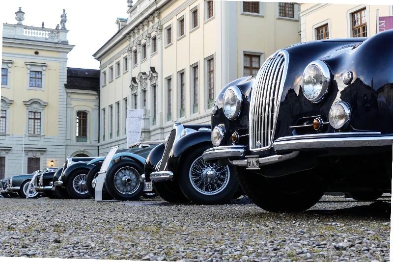 Retro-Classics-meets-barock-Oldtimerreihe-im-Residenzschloss-Ludwigsburg-1-von-1