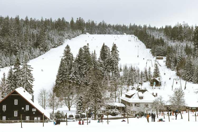 sklifte-Kaltenbronn-im-Schwarzwald-die-Piste-fest-im-Blick-1