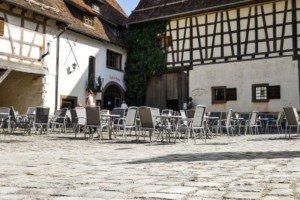Umgeben von Historie: das Cafe im Schloss in Glatt