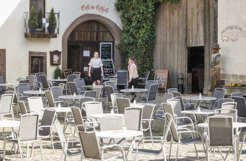 Das-Bauernmuseum-im-Wasserschloss-Glatt-der-Eingang-direkt-am-Café-im-Schloss