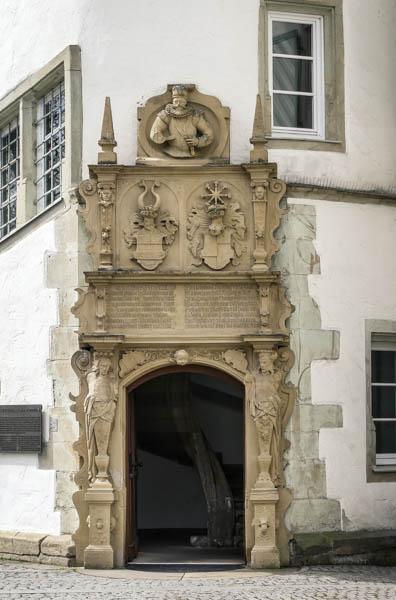 Das-Wasserschloss-in-Bad-Rappenau-Sehenswürdigkeit-der-Eingangsbereich
