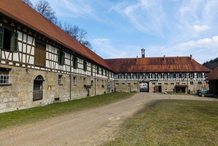 Gütersteiner Wasserfälle - Vorwerk Güterstein - der Innenhof