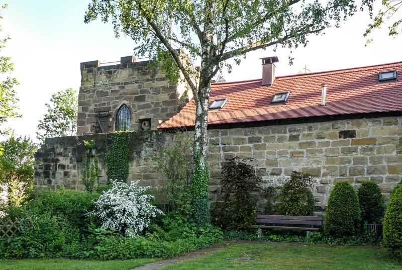 Das-Kernerhaus-in-Weinsberg-der-Geisterturm-in-unmittelbarer-Nachbarschaft