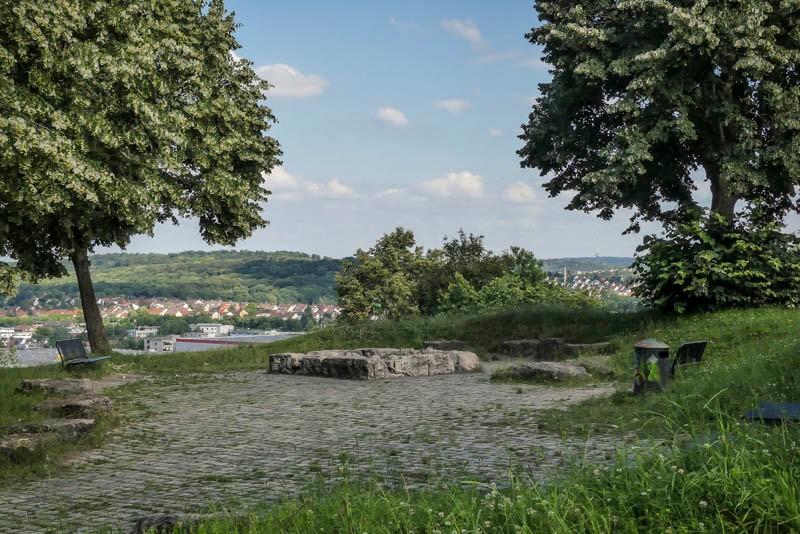 Grüner-Heiner-mit-Windrad-bei-Stuttgart-Weilimdorf-Grillplatz-zum-Feiern