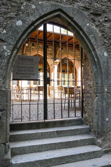 Altes-Schloss-Hohenbade-bei-Baden-Baden-das-Restaurant-Fidelitas-1-von-1