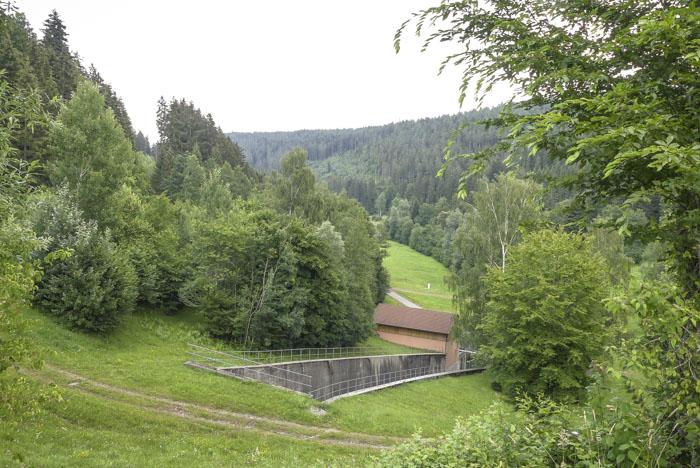 Die-Nagoldtalsperre-Seewald-hinter-der-Staumauer-geht-es-so-weiter-1-von-1
