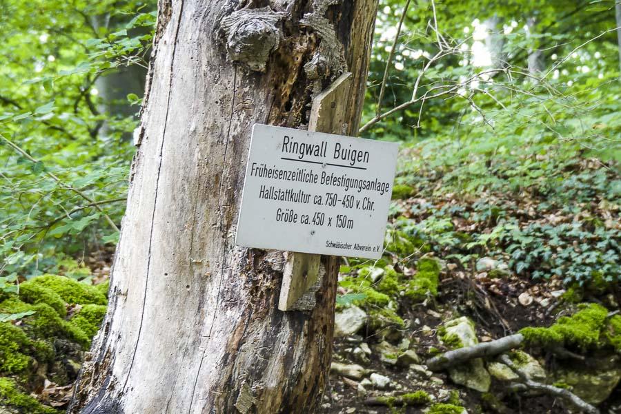 Das Eselsburger Tal - Hinweistafel auf einen Ringwall aus der Hallstatt-Zeit