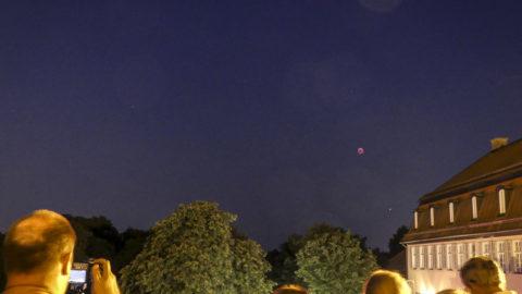 Über dem Schloss Solitude: Mond und Mars zaubern am nächtlichen Himmel