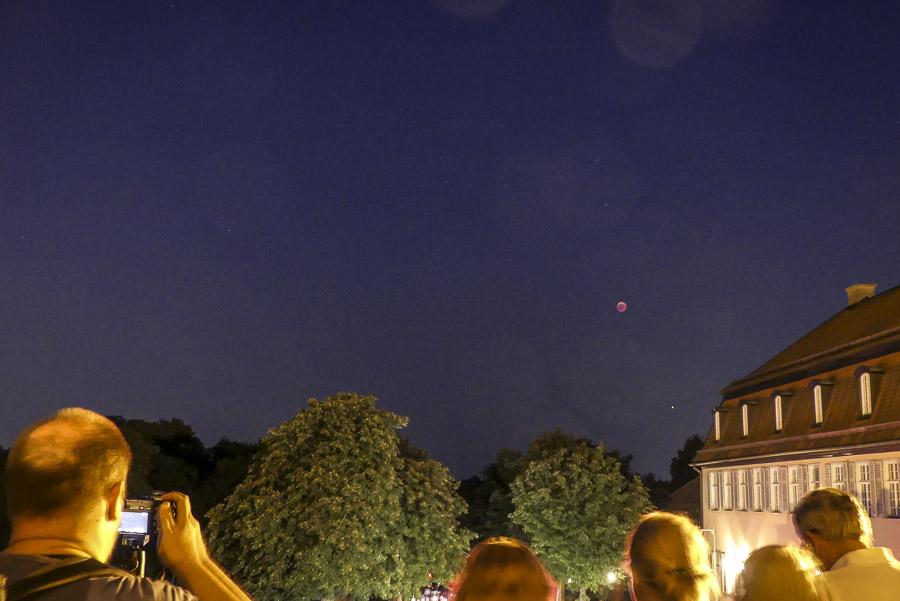 Mondfinsternis Gerlingen - Juli 2018 - Schloss Solitude - Mondfinsternis-Bewunderer