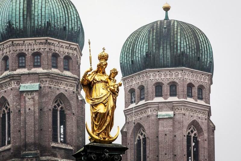 Platzhalter-Gastronomie-München-Blick-auf-die-Spitzen-der-Frauenkirche