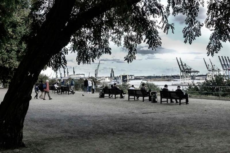 Hamburg-der-Altonaer-Park-Blick-Richtung-Containerhafen
