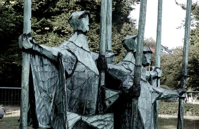 Hamburg-der-Altonaer-Park-Bronze-Plastik-Fischer-Gerhard-Brandes