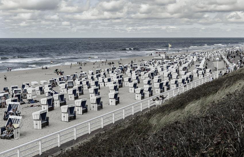 Sylt - Uferpromenade Westerland - Blick über die Strandkörbe