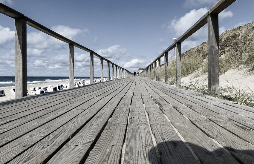 Sylt - netlang der Uferpromenade Westerland - auf dem Holzweg