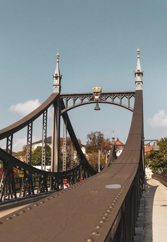 Wilhelmsburg-in-Ulm-auf-dem-Michelsberg-die-Neutorbrücke-auf-dem-Weg