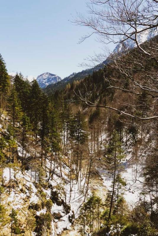 Die-Marienbrücke-bei-Füssen-hinter-dem-Schloss-Neu-Schwanstein-fantastische-Bergwelt
