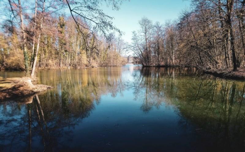 Wasserschloss-Monrepos-bei-Ludwigsburg-Blick-über-den-See-0474