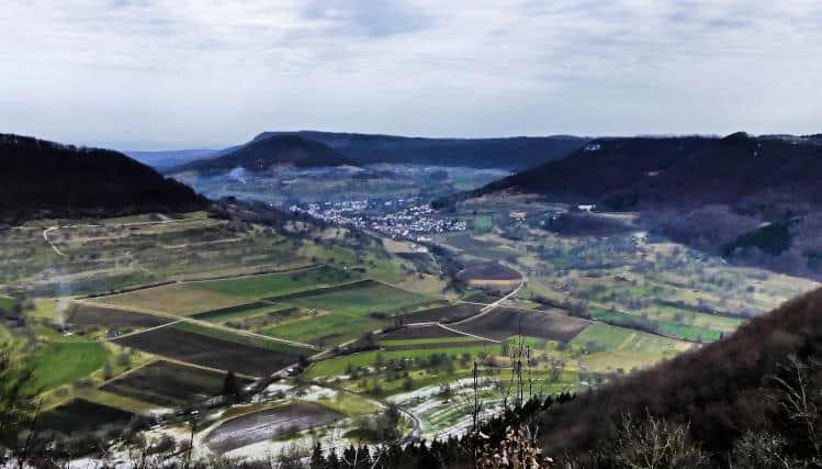 Wanderung bei Neidlingen - Blick von der Hindenburghütte ins Tal