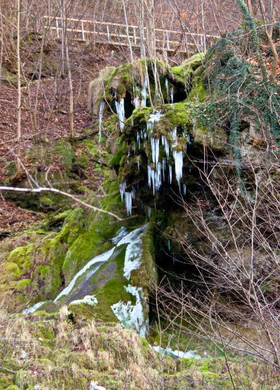 Wanderung bei Neidlingen - der Neidlinger Wasserfall mit Eiszapfen