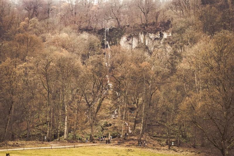 Wandern von Wasserfall zu Wasserfall in Baden-Württemberg - Bad Uracher Wasserfall - Wegweiser